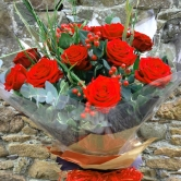 12 Luxury Red Roses - Hand-Tied